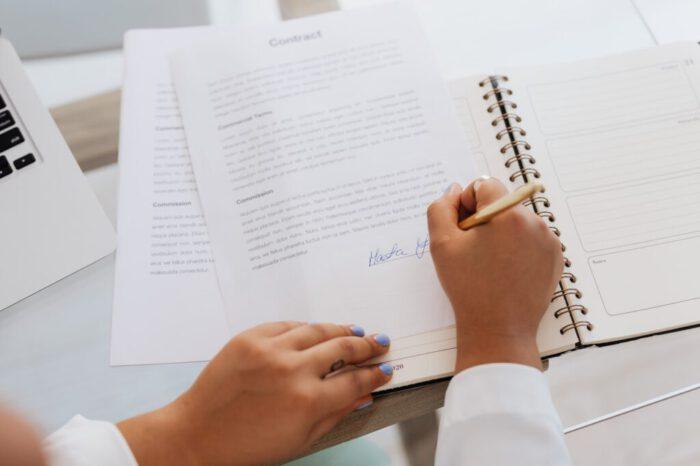 szerződéskötés_blog_szövegneked